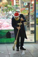 Διαβάστε περισσότερα: Ηλικιωμένος Άι Βασίλης σκουπίζει για χαρτζηλίκι