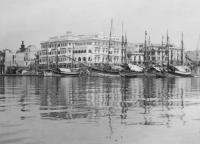 Ένα πλάνο από τη θάλασσα, στο ύψος του Mediterranean Palace